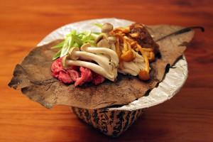 飛騨牛とキノコの朴葉味噌焼き